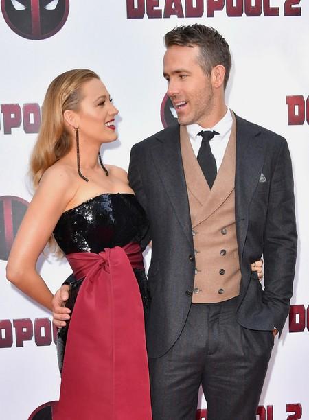 Ryan Reynolds Repite Formula En Su Look Con Chaleco Para La Premiere De Deadpool En Nueva York 2