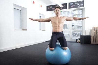 Trabajo inestable sobre fitball, para fortalecer tu zona media