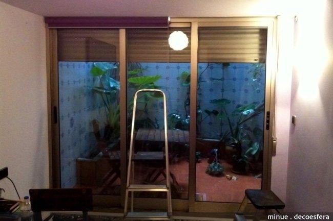 Diario de a bordo colocamos estores en un gran ventanal - Como decorar un patio pequeno interior ...