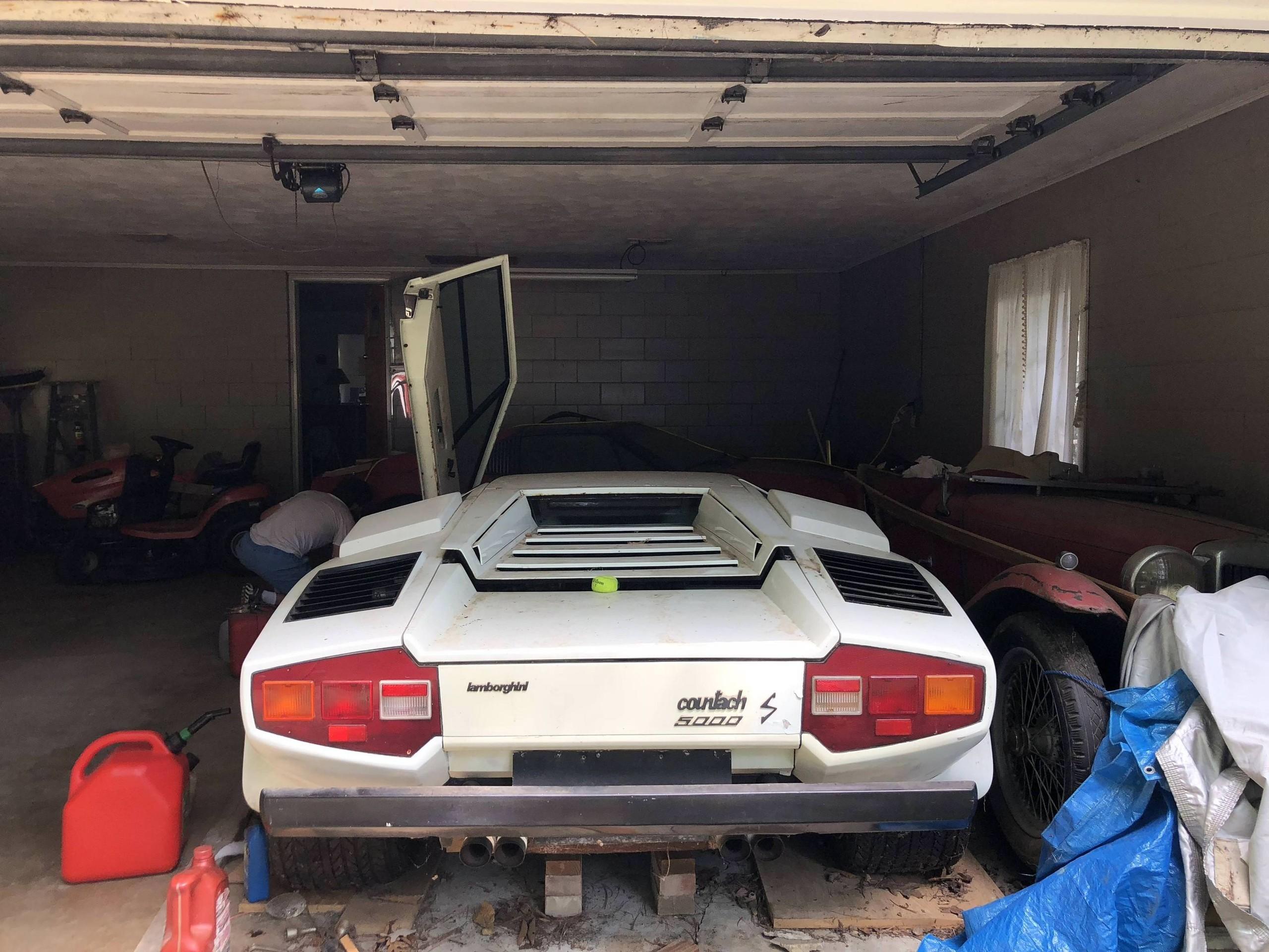Foto de Encuentran Lamborghini Countach en un garage luego de 20 años (3/7)