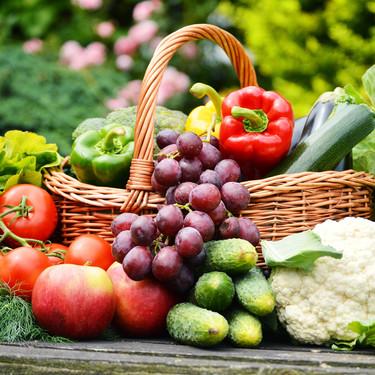 Los 23 alimentos más hidratantes para refrescarte comiendo este verano (y un montón de recetas con ellos para no aburrirte)