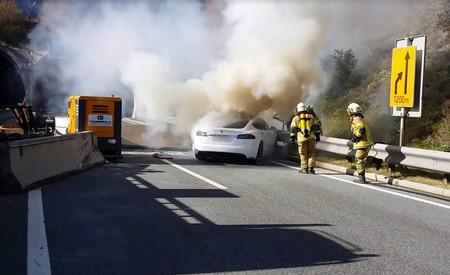 Tesla Model S humo