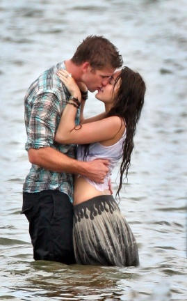 Miley Cyrus ya besa a otro chico