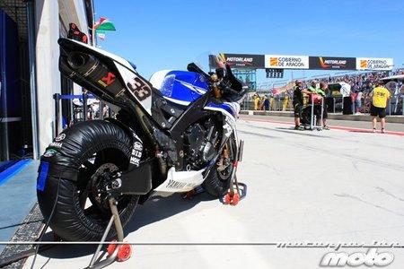 La Yamaha R1 descansando en boxes