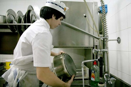 Cu nta gente trabaja en una cocina de lujo y qu hace cada uno for Trabajo jefe de cocina