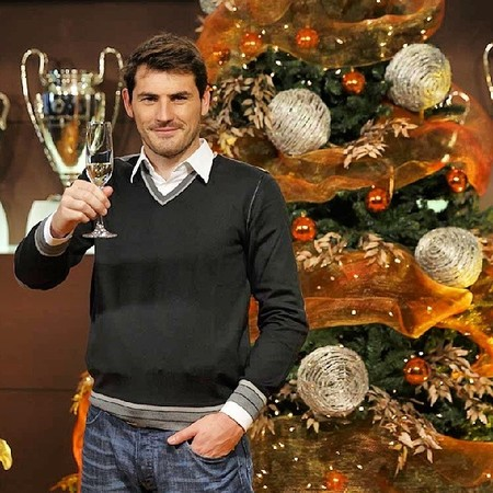 Pues yo también le deseo Feliz Navidad a Iker Casillas, ¡chin chin!