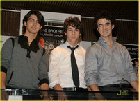 Los Jonas Brothers irrumpen en Madrid