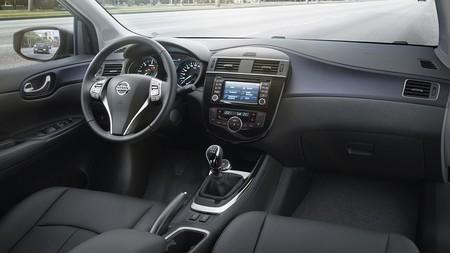 Nissan Pulsar 2014 interior 01