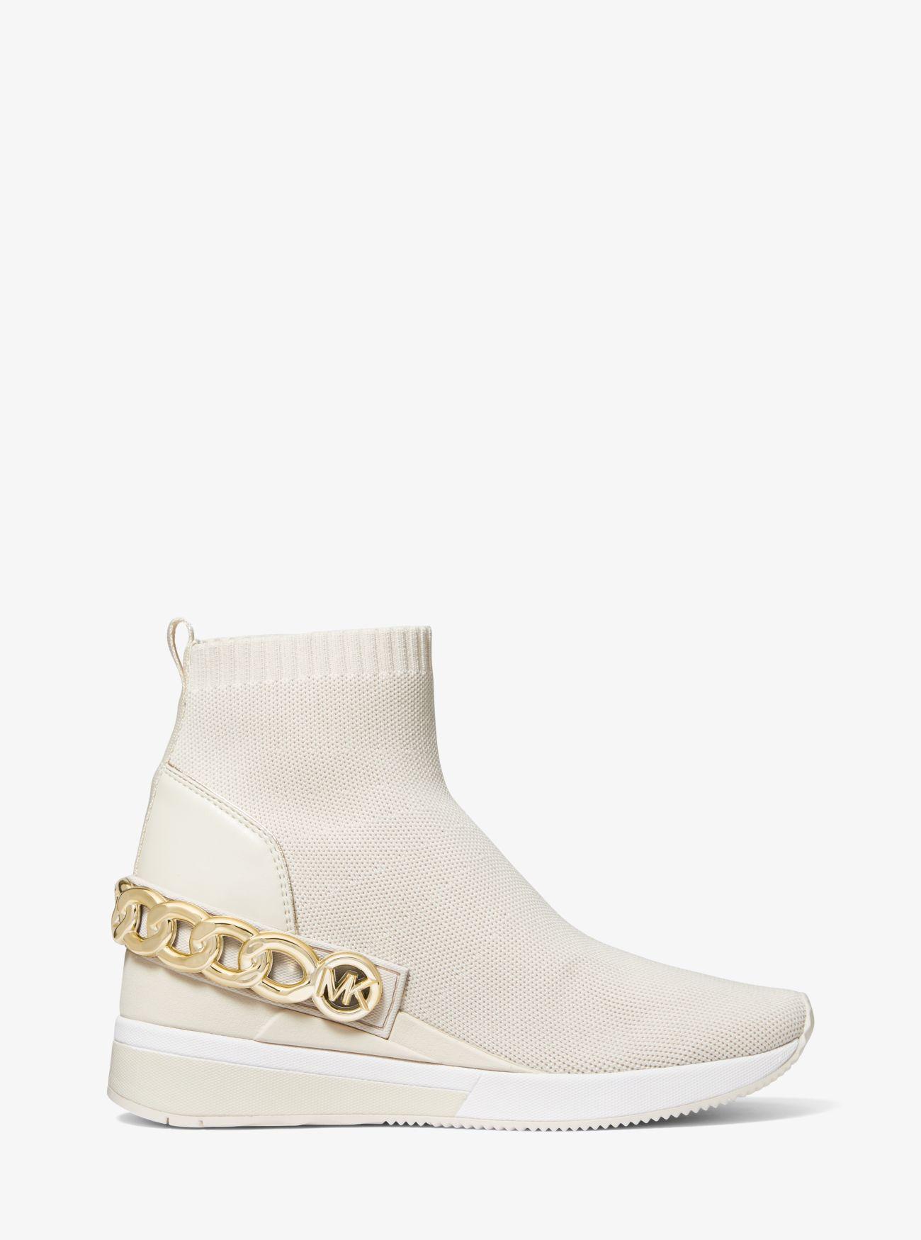 Zapatilla Skyler tipo calcetín de punto elástico con adornos de cadena