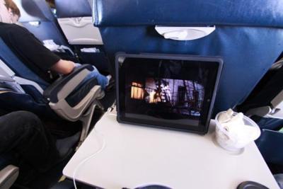 La FAA revisará su política de uso de aparatos electrónicos en aviones