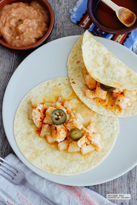 Tacos De Pescado En Salsa De Guajillo Y Pina