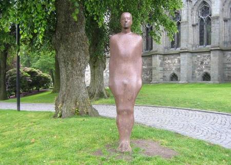 Broken Column, un curioso proyecto escultórico en Stavanger, Noruega