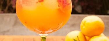 Pasión & Tonic: gin con puré de maracuyá, frambuesa, mandarina y cardamomo una receta de bebida refrescante para para celebrar el Día Internacional del Gin & Tonic