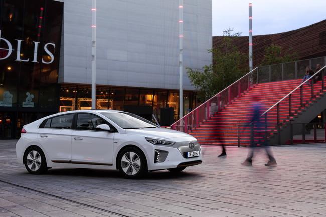 El Ioniq EV es tan popular que a Hyundai se le están acabando las baterías necesarias