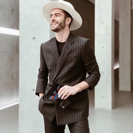 Pelayo Diaz Le Suma Un Toque Boho A La Fashion Week Con Un Accesorio Infalible El Sombrero De Ala Ancha 04