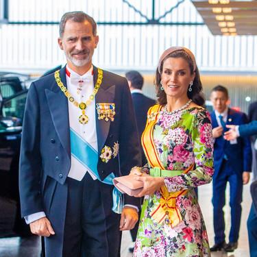 Siete diademas rosas con las que copiar el look de la reina Letizia en Japón