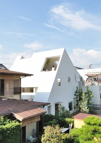 Casas que inspiran: la casa Montblanc llena de terrazas y espacios abiertos al exterior