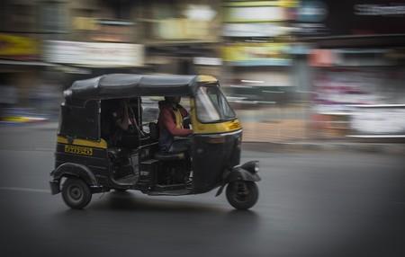 India está viviendo una revolución eléctrica, y no tiene nada que ver con coches, sino... con triciclos
