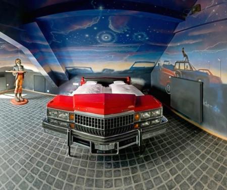 V8 Hotel Car Bed