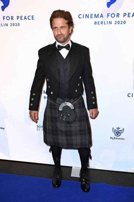 En La Berlinale Gerard Butler Demuestra Que El Kilt Es Tan Elegante Como El Traje Para Una Alfombra Roja