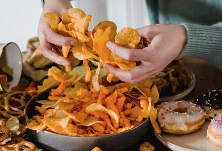 La alimentación sigue igual: a pesar de las indicaciones médicas aumenta consumo de comida chatarra en el mundo durante la pandemia por Covid-19