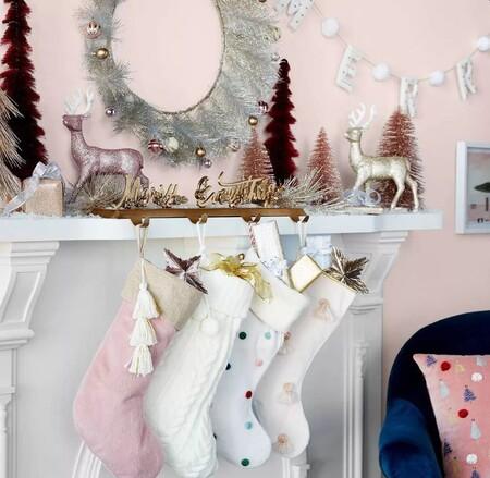 Chimeneas Y Escaleras Decoradas De Navidad