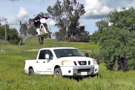 Sin ruido ni humo, Josh Hill demuestra que las motos eléctricas pueden ser extremadamente divertidas