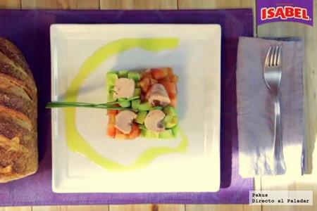 Ensalada de aguacate y tomate con atún Isabel [videoreceta]