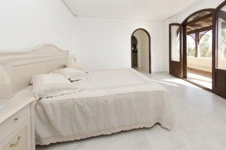011_master_bedroom.jpg