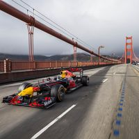Video: Mira a Ricciardo llevar un Red Bull RB27 de San Francisco a Las Vegas