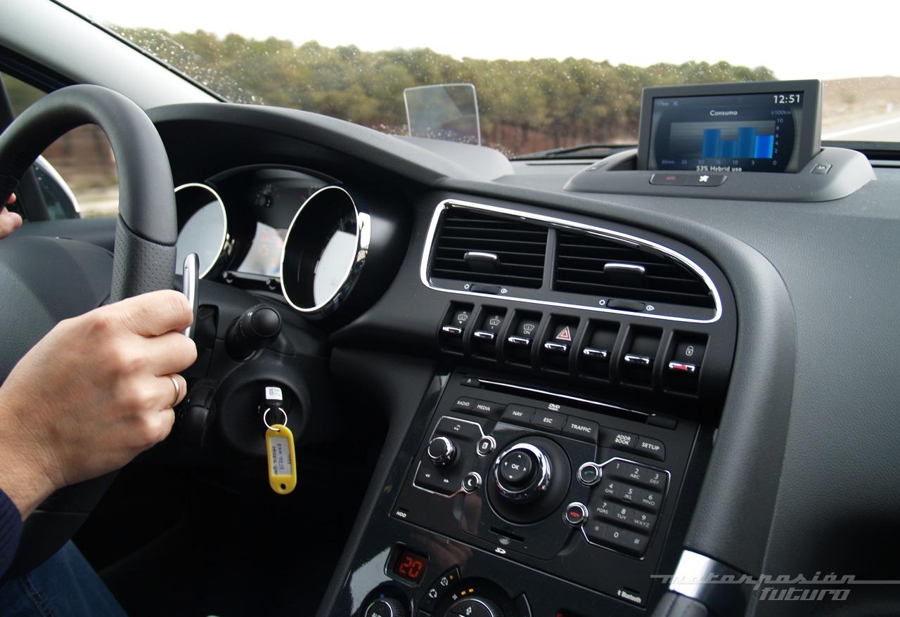Foto de Peugeot 3008 HYbrid4 (presentación) (19/20)