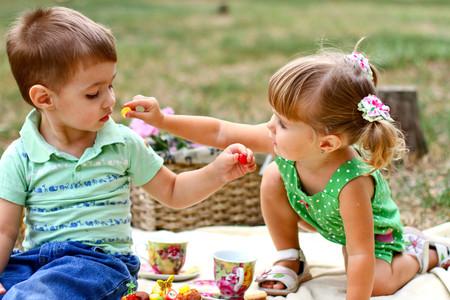 Los-niños-disfrutan-comiendo-lo-mismo-que-el-resto