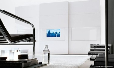 Un televisor en la puerta del armario