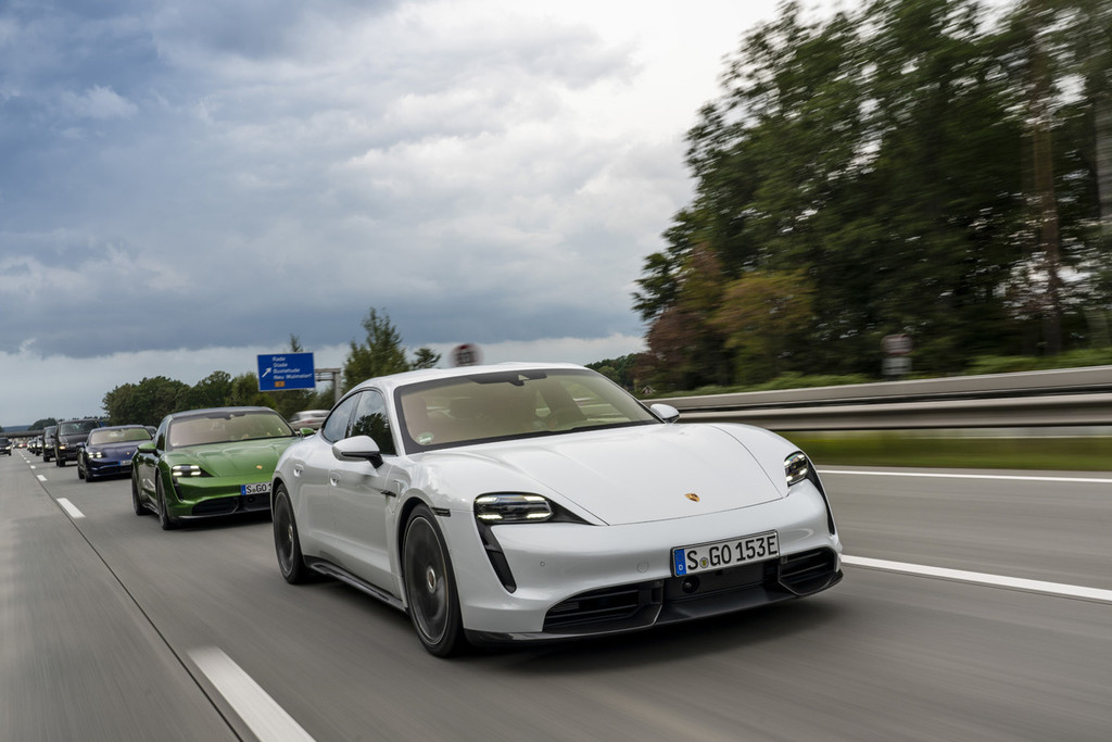 A saco con el Porsche Taycan: 500 trabajadores más para fabricar un coche eléctrico que pulveriza expectativas