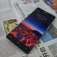 """Un vistazo en primer plano al Oppo R7, el smartphone """"sin marcos"""" de Oppo"""