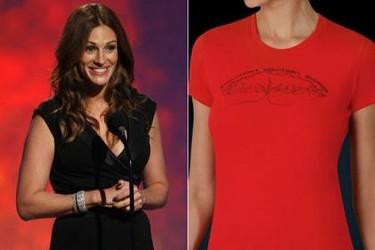 Julia Roberts y Armani diseñan una camiseta contra el SIDA