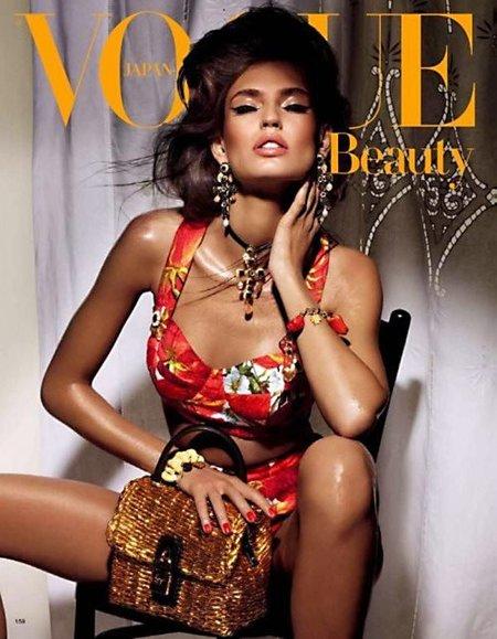 Bianca Balti más italiana que nunca para el especial belleza de Vogue Japón