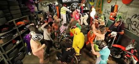 Harlem Shake, el nuevo éxito mundial en versión motera