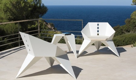 Colección de muebles de exterior inspirados en figuras de origami
