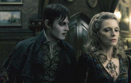 Johnny Depp y Michelle Pfeiffer en Sombras Tenebrosas