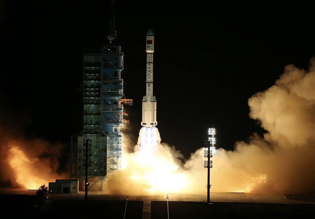 China dice haber aterrizado con éxito su primera nave espacial reusable, tras dos días en órbita