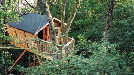 Nueve cabañas para dormir en los árboles en España (I)