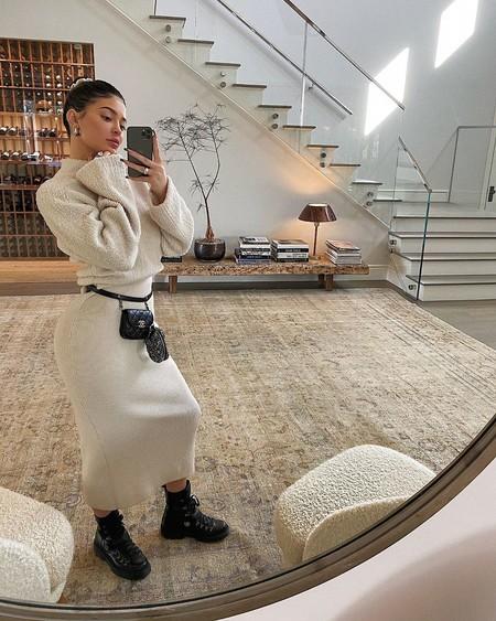 Kylie Jenner ha rescatado una de sus obsesiones más míticas del pasado: lucir pelucas a todo color en su día a día