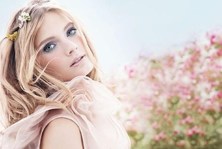 ¡Aquí huele a Primavera! ¡Huele al nuevo perfume de Estée Lauder!
