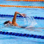 En 2021 integra la natación en tu entrenamiento: cómo combinarla con el entrenamiento de fuerza