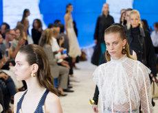 La perfección de las imperfecciones protagoniza el desfile primavera verano 2017 de Loewe