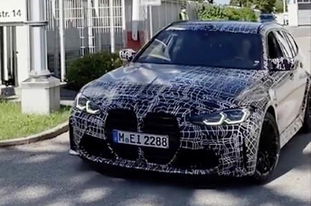 Así de bien luce y suena el primer BMW M3 Touring de la historia, saliendo a hacer sus primeros kilómetros por carretera