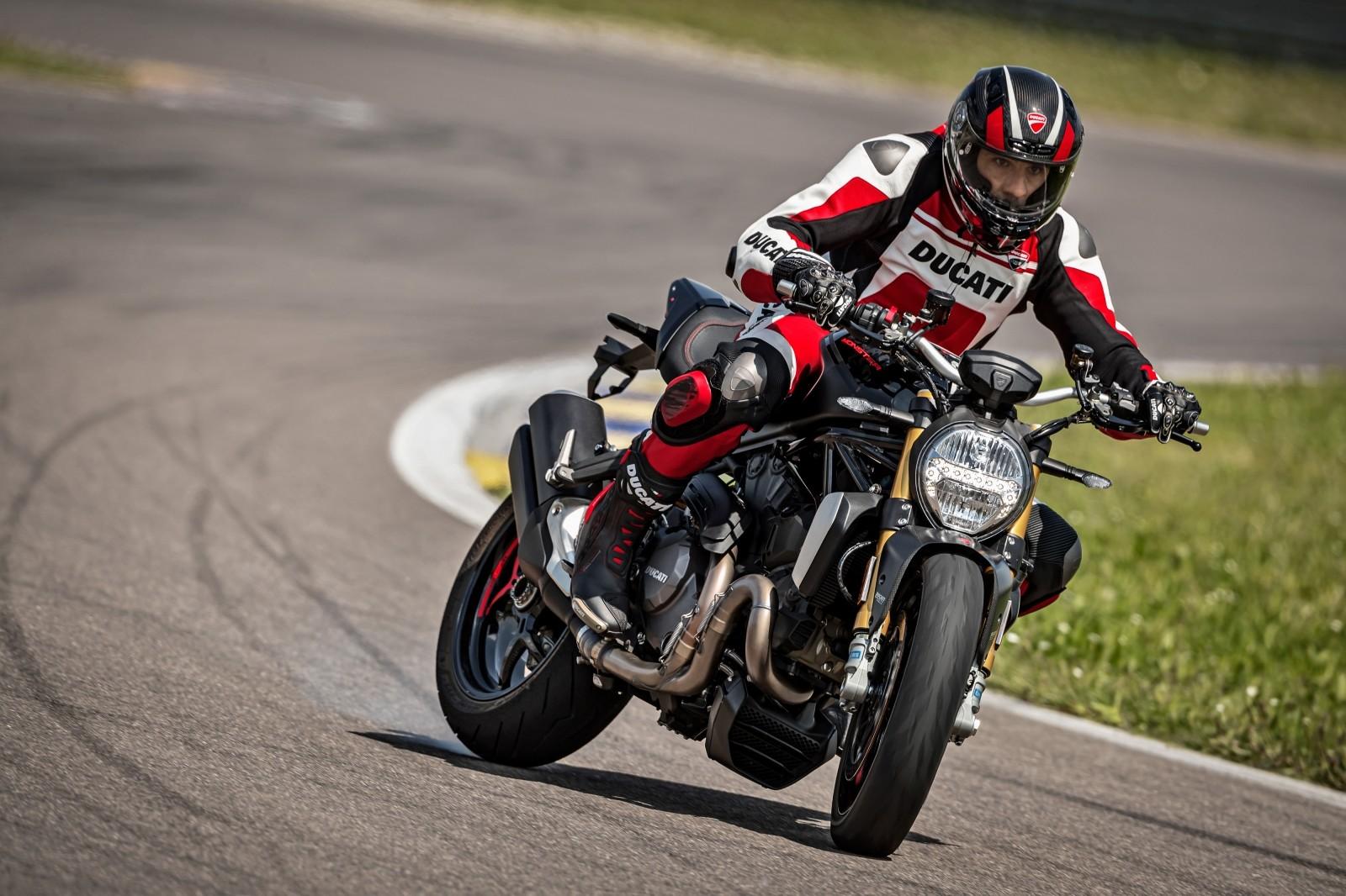Foto de Ducati Monster 1200 S 2020 color negro (43/68)