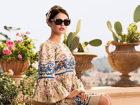 Descubre la nuevas gafas de Dolce&Gabbana adornadas con flores de porcelana Capodimonti