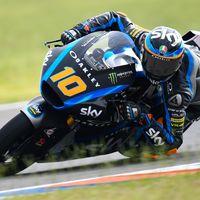 Luca Marini lidera unos igualados entrenamientos de Moto2 con 20 pilotos separados por un segundo